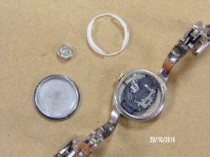 Changement d'une pile de montre